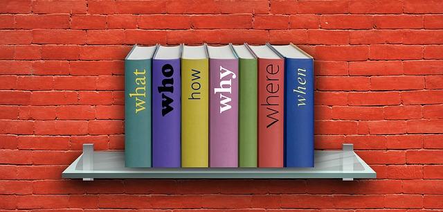 polička s knihami