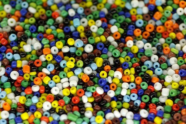 plastové korálky
