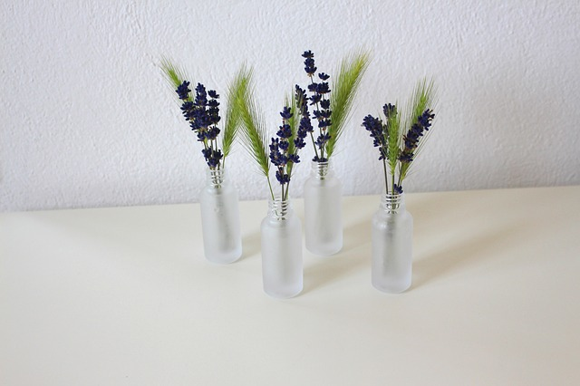 vázy s levandulí